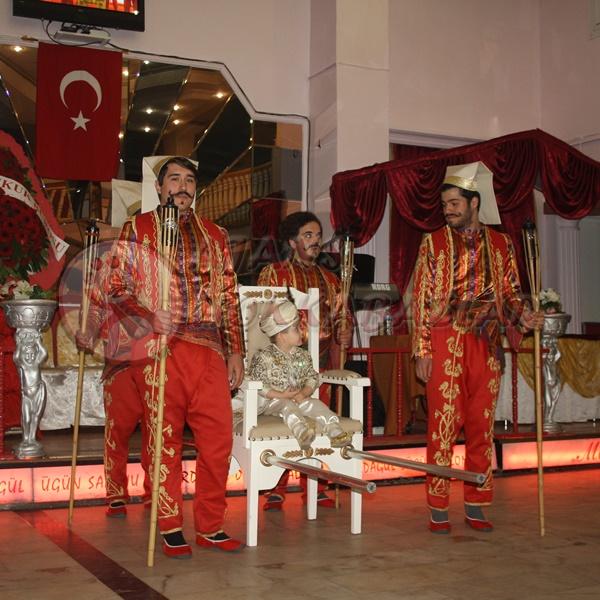 Yeniçerili Sünnet Tahtı